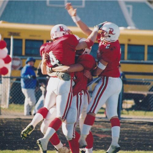 2001 championship football team celebrating win