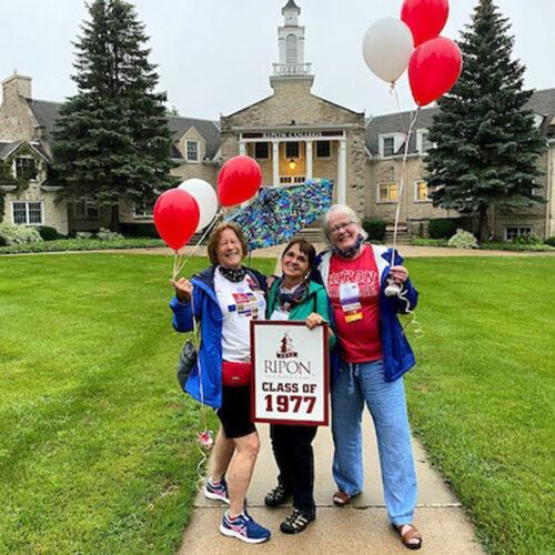 Celebrating alumni with balloons